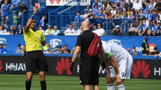 Tampar Pemain lawan, Ibrahimovic Diganjar Kartu Merah