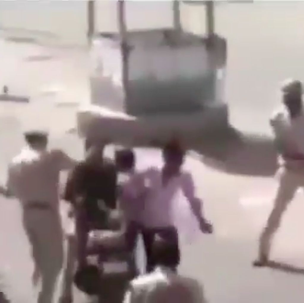 Tak Pakai Helm dan Bonceng Tiga, 3 Pemuda Ini Dipukuli Polisi