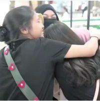Viral Video Aksi 'Peluk Saya' Hijaber Bercadar di TP Surabaya