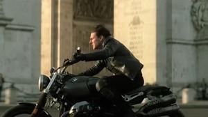 Duh, Tom Cruise Naik Motor Lawan Arus di Prancis