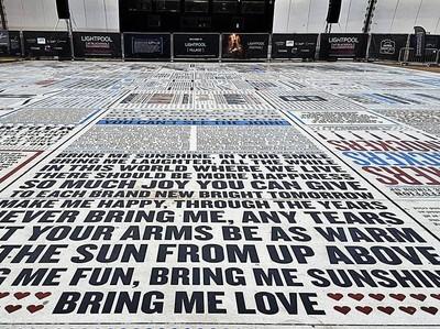 Foto: Karpet Raksasa yang Berisi Lelucon