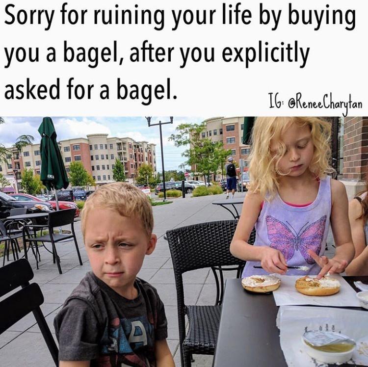 Anak minta makanan tertentu, tapi ketika sudah dibelikan makanan yang diinginkan malah ogah-ogahan makannya. Hiks, sedihnya. (Foto: Instagram @reneecharytan)