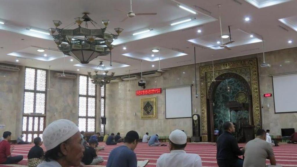 Menunggu Magrib di Masjid Agung Sunda Kelapa