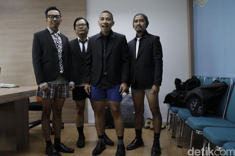 The Rain menerima tantangan dari detikHOT saat berkunjung ke kantor di kawasan Tendean, Jakarta Selatan belum lama ini.