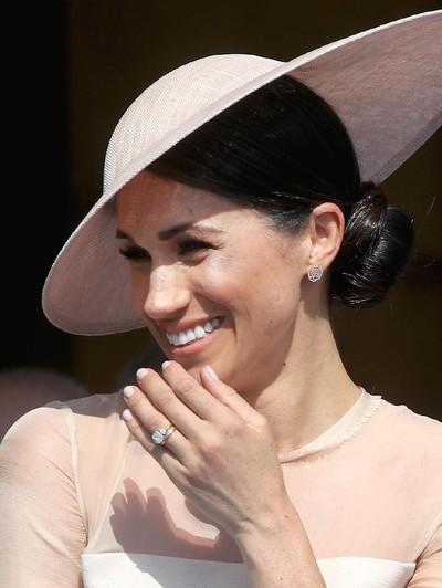 Meghan Markle tampil perdana di depan publik setelah menikah. (Foto: Chris Jackson/Getty Images)