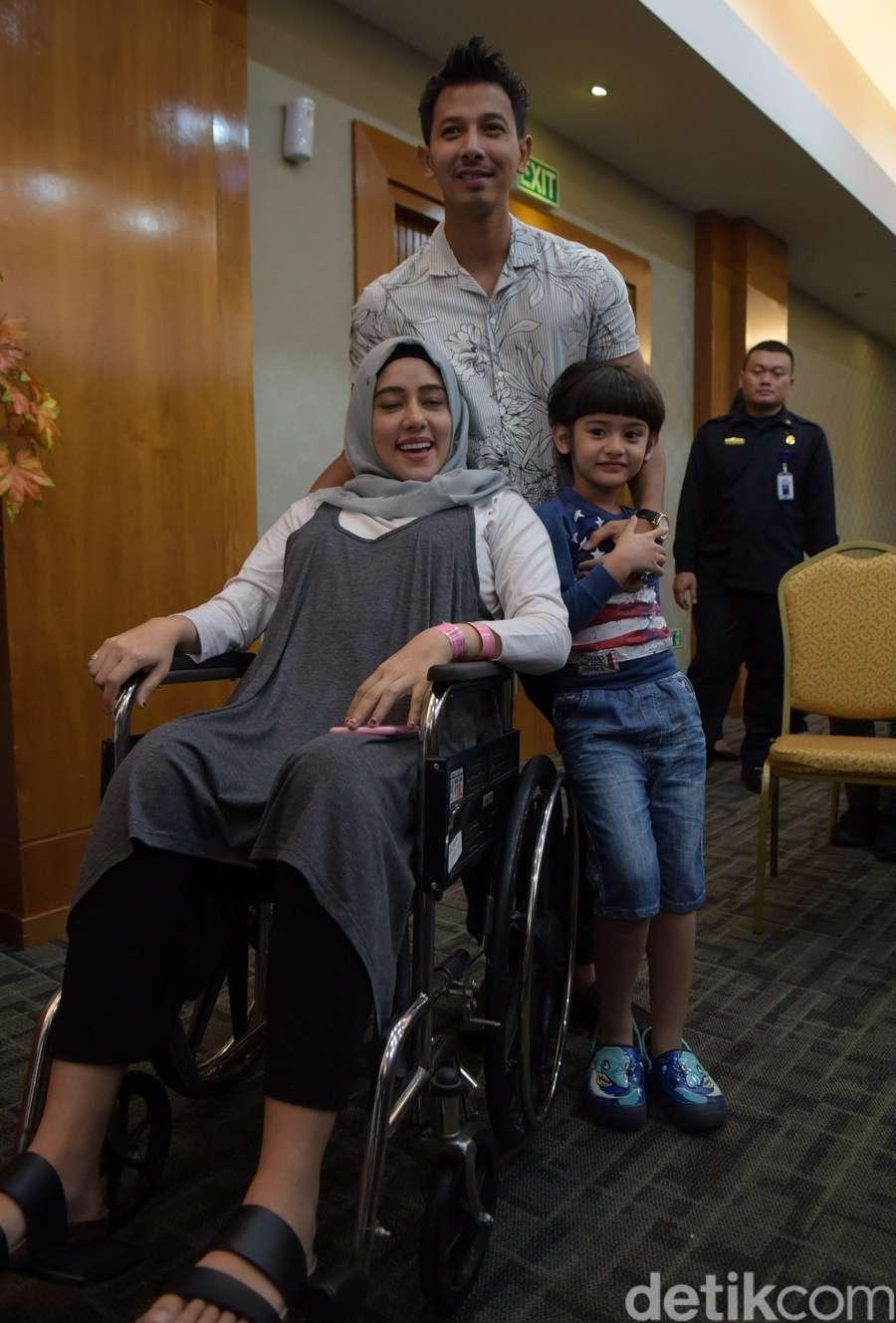 Selamat! Fairuz A Rafiq dan Sonny Dikaruniai Bayi Perempuan