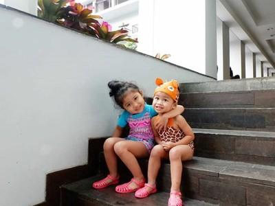 Alya dan Kiya, Cucu Indro Warkop yang Menggemaskan