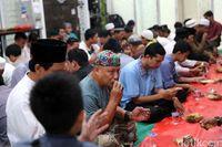 Melongok Suasana Berbuka Puasa di Masjid Bekas Ruko