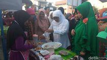 Kunjungi Rumah Sambal di Sidoarjo, Khofifah Janji Fasilitasi UMKM
