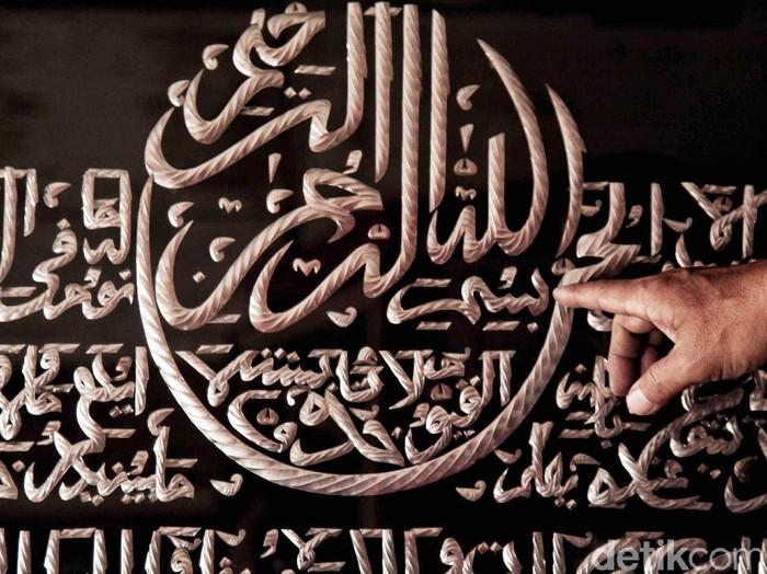 Bulan Ramadan selalu menjadi bulan yang dinanti oleh para pengrajin kaligrafi. Selama bulan Ramadan penjualan kaligrafi meningkat dua kali lipat.