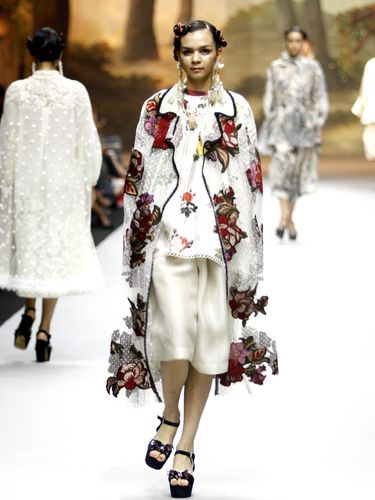 Fashion show koleksi Spring-Summer 2019 dari Biyan.