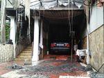 Mobil Korsleting, Api Menyambar ke Rumah Mewah di Cilandak
