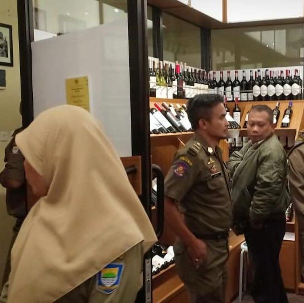 Jual Miras, Satpol PP Segel Kafe Bamboo Shack Bandung