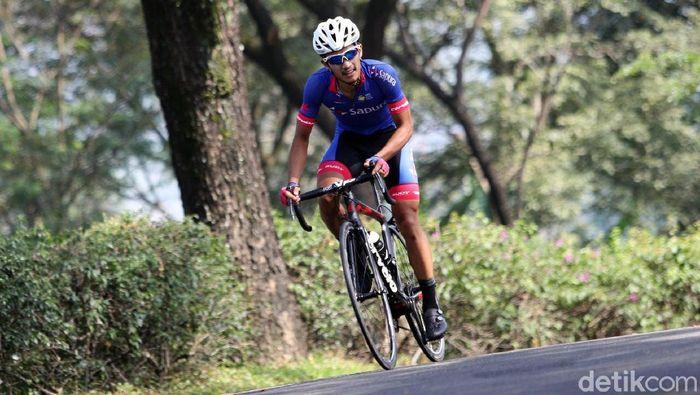 Aiman Cahyadi, atlet balap sepeda nasional (Grandyos Zafna/detikSport)