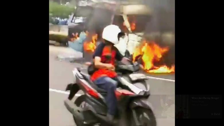 Angkot Terbakar di Kemayoran, 2 Mobil Damkar Meluncur