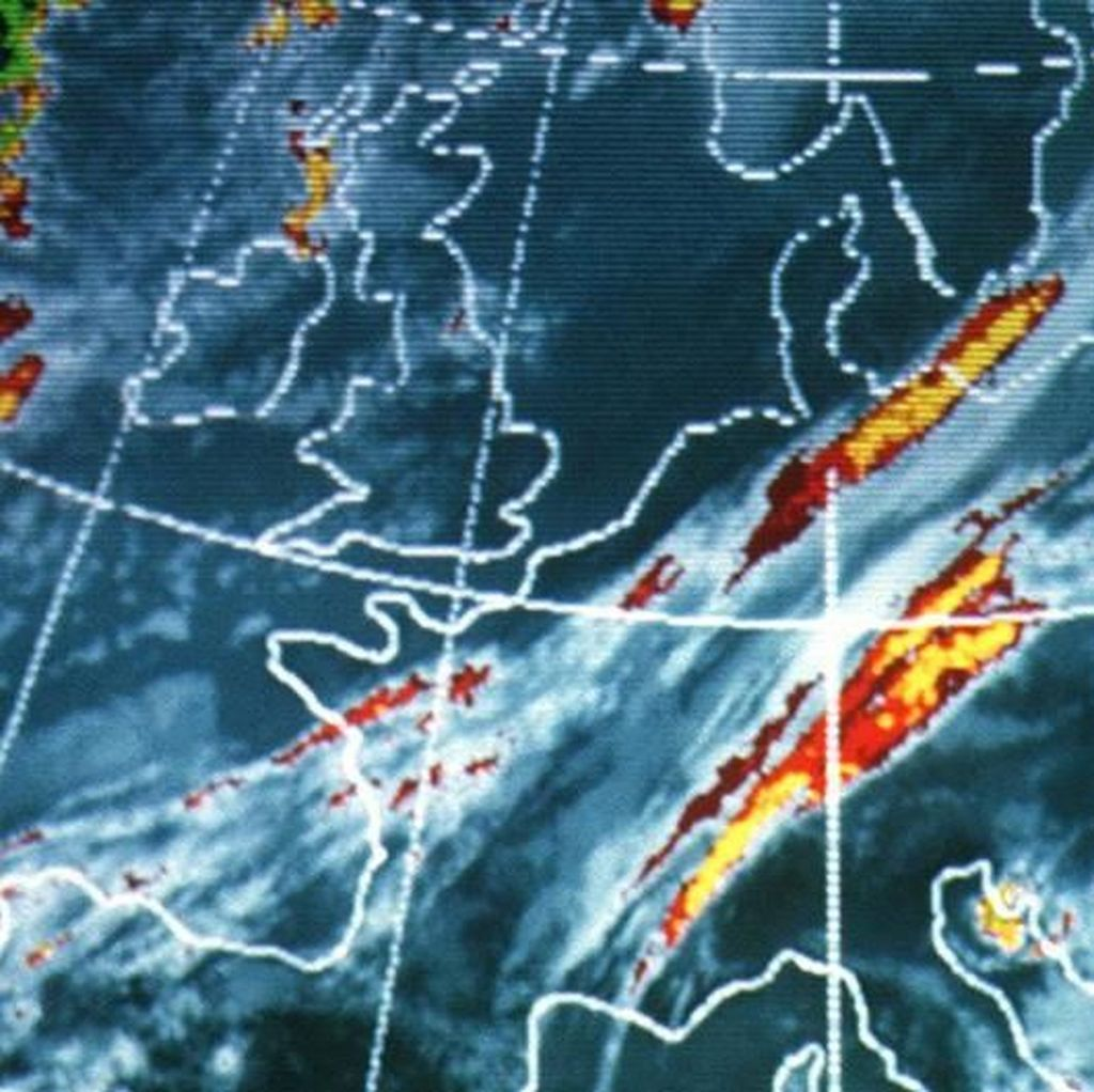 Potensi Hujan Meningkat, BMKG Imbau Warga Waspadai Banjir-Longsor