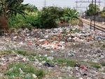 30 Ton Sampah Diangkut dari Pinggir Rel Tanjung Priok Setiap Hari