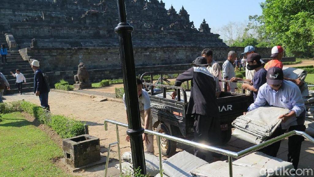 Abu Merapi Mengguyur Borobudur, Stupa Candi Belum Akan Ditutup