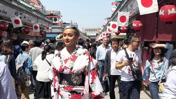 Kimmy Jayanti terkenal sebagai model Indonesia yang sukses di kancah internasional. Ia pun pernah berkunjung ke Tokyo, Jepang (Kimmyjayanti/Instagram)