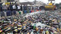 Polisi Musnahkan Ribuan Botol Miras Hasil Operasi di Cilacap
