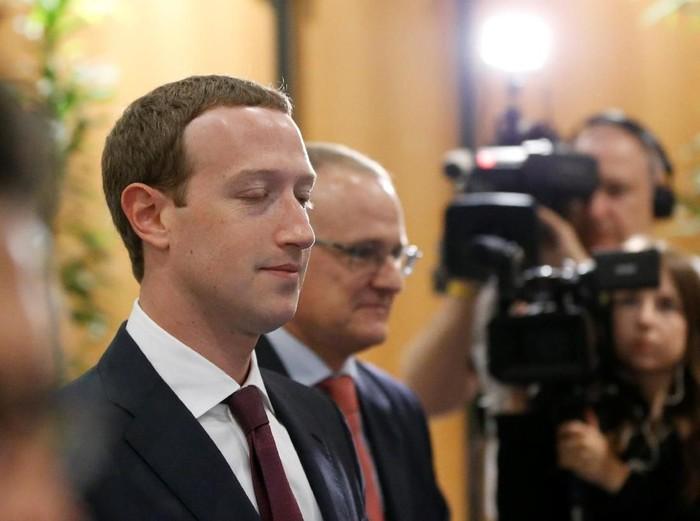 Facebooks CEO Mark Zuckerberg shakes hands with European Parliament President Antonio Tajani at the European Parliament in Brussels, Belgium May 22, 2018. REUTERS/Yves Herman