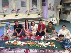 Ngeliwet Bareng hingga Rapat RT, Jadi Momen Denny Cagur Makan Bersama Kerabat