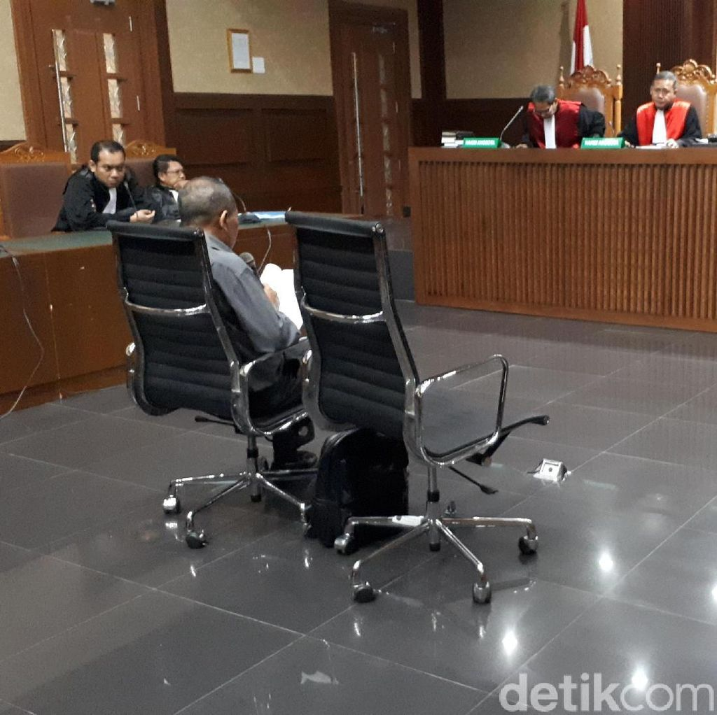 Eks Ketua PT Manado Baca Pleidoi, Menyesal Terima Suap
