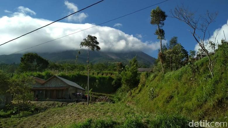 Abu Merapi Sampai Wilayah Borobudur