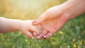 Kisah Ibu Hitamkan Wajahnya Demi Membuat si Kecil Percaya Diri