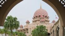 Foto: Masjid Instagrammable Warna Pink di Malaysia