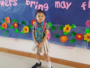 Kalau yang ini potret Alya si sulung yang diabadikan sang bunda saat di sekolah. (Foto: Instagram @hada9)