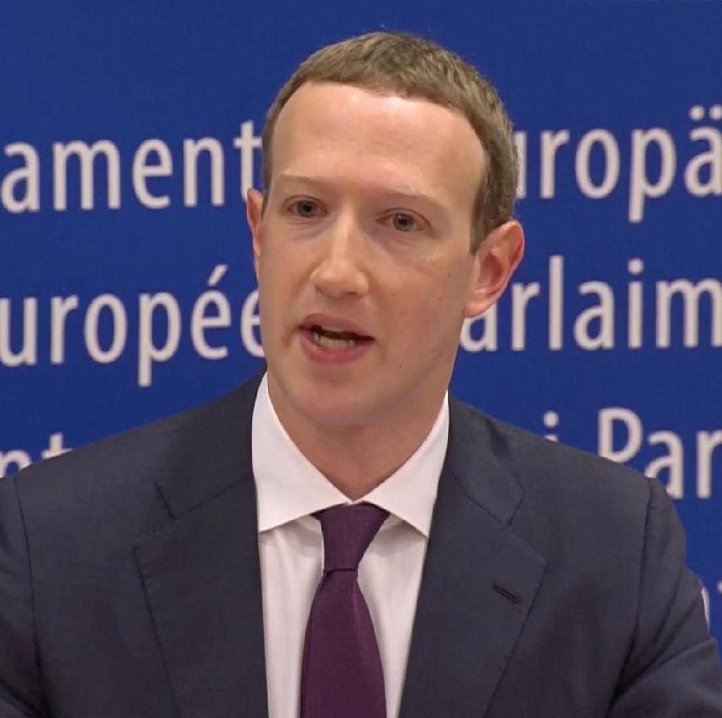 Zuckerberg Deklarasi Facebook Dalam Keadaan Perang