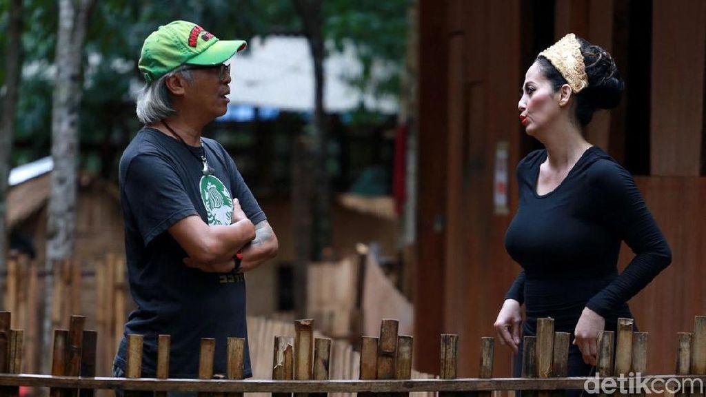 Berusia 53 Tahun, Meriam Belina tetap Seksi