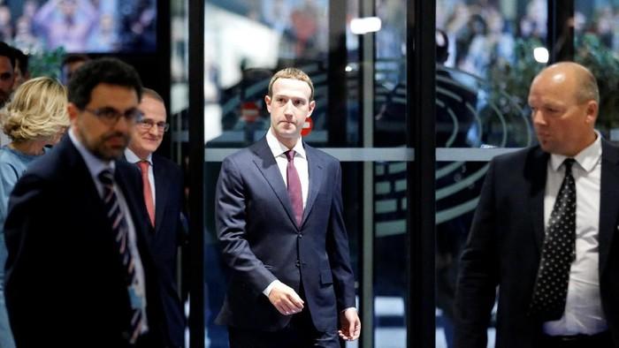 Akun Facebook Mark Zuckerberg kini jadi incaran seorang peretas (hacker) ternama (Foto: Reuters)