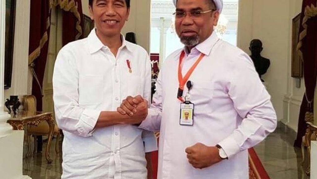 Ngabalin, dari Tim Prabowo ke Lingkaran Jokowi