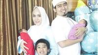 Kehadiran Bayi Kembar Ramaikan Ramadan Keluarga Ustaz Solmed