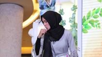 Cara Mengecilkan Perut ala Hijabers Debus Cantik Pemakan Lampu Neon