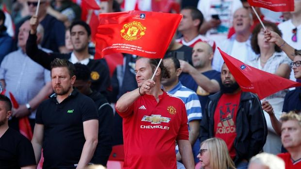 Soccer Football - FA Cup Final - Chelsea vs Manchester United - Wembley Stadium, London, Britain - May 19, 2018  Manchester United fan waves a flag before the match  REUTERS/Andrew Yates
