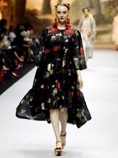 Fashion show koleksi Spring-Summer 2019 dari Biyan di Ritz Carlton Pacific Place, Jakarta Selatan, Selasa (22/5/2018). Foto: Muhammad Abduh/Wolipop