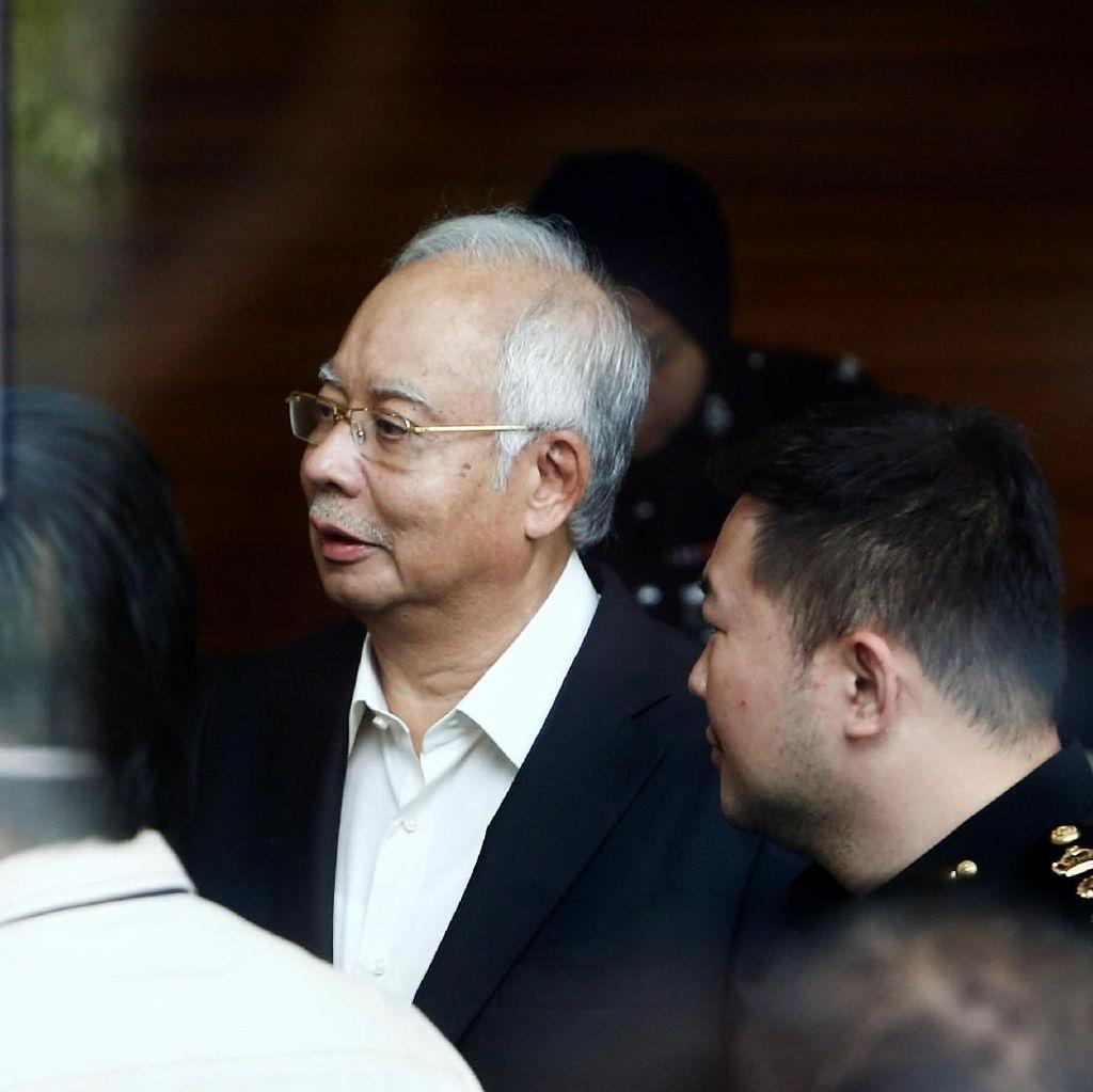 Tas dan Perhiasan Mewahnya Disita, Najib: Itu Hadiah