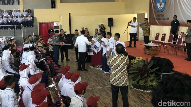 Jokowi di Hadapan Pelajar SMA: Jangan Saling Fitnah di Medsos