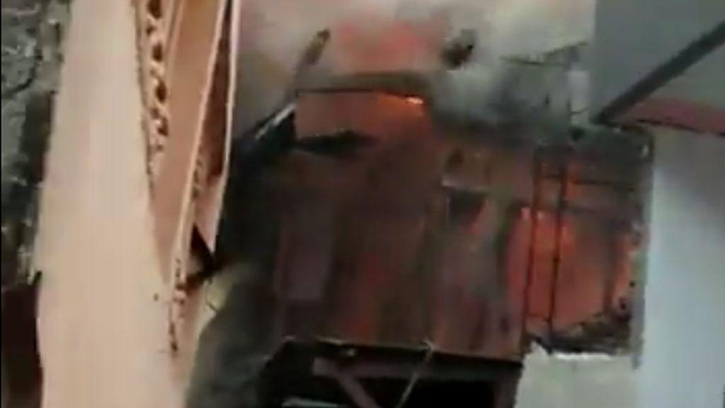 Kebakaran Rumah di Kedoya, 17 Mobil Damkar Dikerahkan