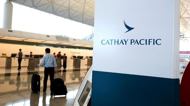 FILE PHOTO: A passenger walks to the First Class counter of Cathay Pacific Airways at Hong Kong Airport in Hong Kong, China April 4, 2018. REUTERS/Bobby Yip