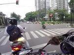 Back in Action! Viral Emak-emak Pemotor Terobos Lampu Merah Gandaria