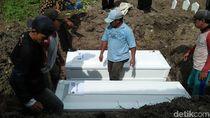 Bomber Dita Dimakamkan Tersendiri, Dua Anaknya Jadi Satu