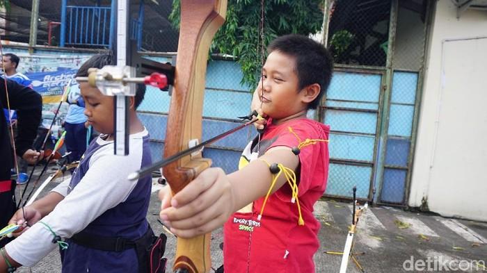 Siapa yang suka olahraga panahan? Beruntunglah kamu, karena bukan hanya menjadi olahraga yang disunnahkan Nabi, panahan juga memiliki manfaat yang sangat baik. Foto: Widiya Wiyanti