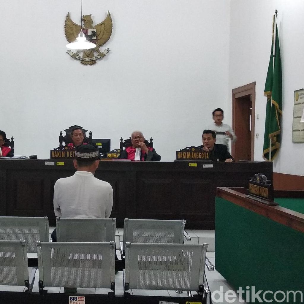 Didakwa Pembunuhan Berencana, Pembunuh Ustaz Prawoto Geleng Kepala