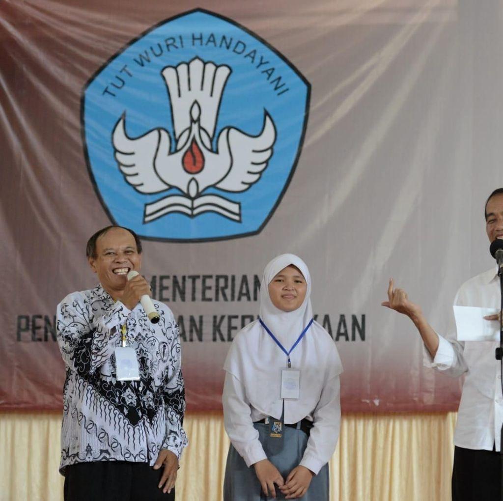 Jatuh Bangun Guru di Majalengka Ini Dapatkan Sepeda dari Jokowi