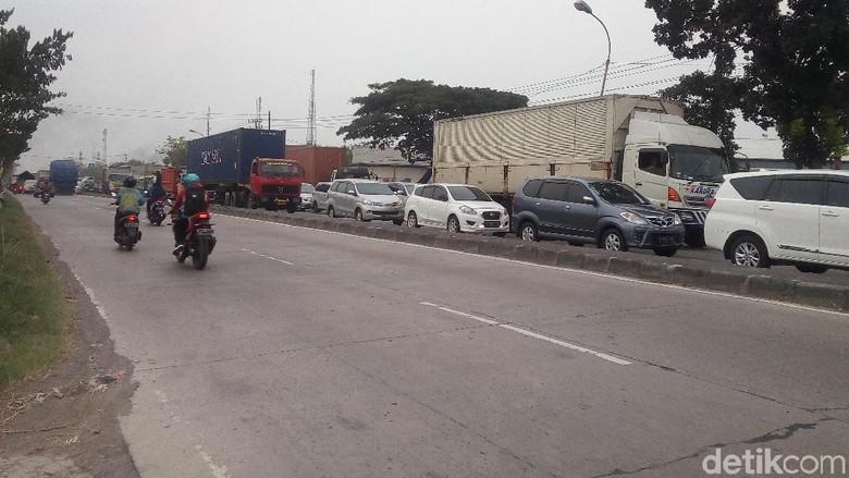 Pantura Demak Macet karena Rob, Arus Lalin ke Semarang Dialihkan
