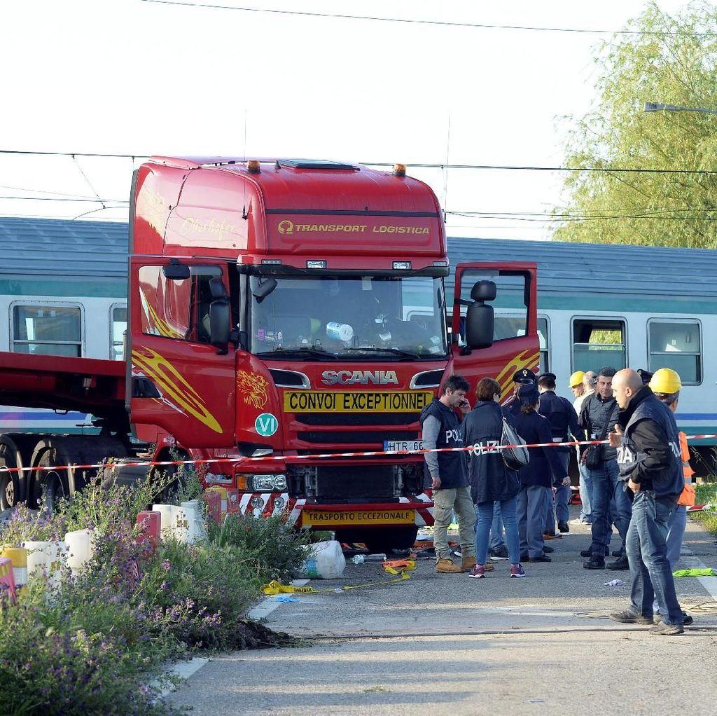 Kereta Tabrak Truk di Italia, 2 Orang Tewas dan 18 Luka-luka